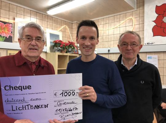 Ontbijt Björn Anseeuw schenkt 1000 euro aan VZW Lichtbaken