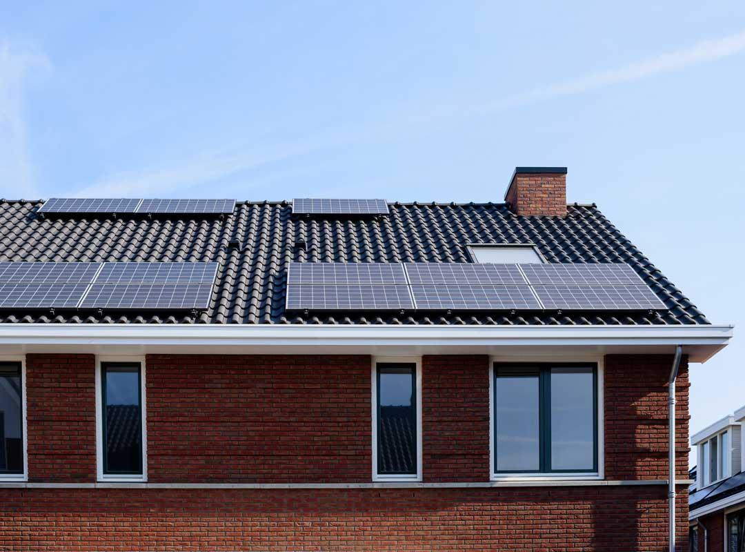 Zonnepanelen op dak van woning